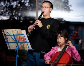 Leo and Nicole Yong provide beautiful music for the event.